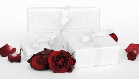 Ile powinien kosztować prezent? Prezent ślubny, prezenty na chrzest, urodziny…?