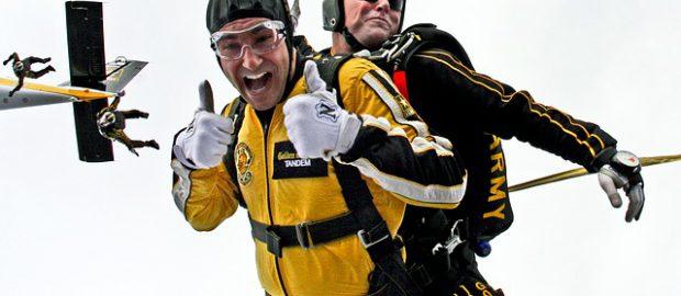 Skok ze spadochronu w tamdemie