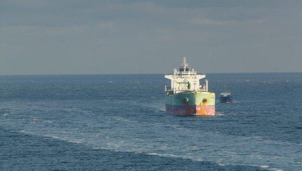 tankowiec na wodzie