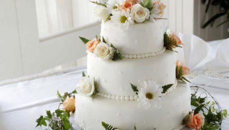 Ile kosztuje tort weselny? I ceny innych weselnych must have