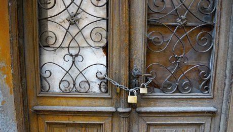 Jak podzielić kredyt hipoteczny po rozwodzie? Czy możliwe jest zwolnienie od obowiązku świadczenia?