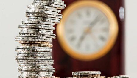 Jak obliczyć odsetki od pożyczki? Ile wyniesie całkowity koszt zobowiązania?