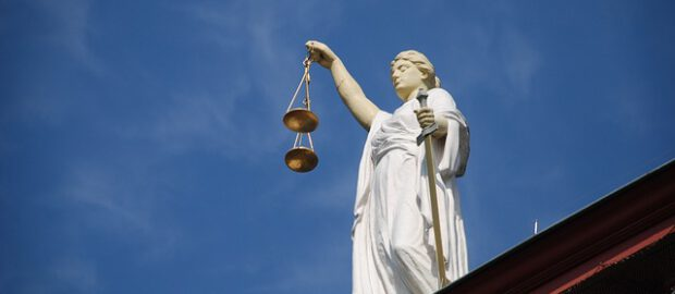 pomnik symbol sądu
