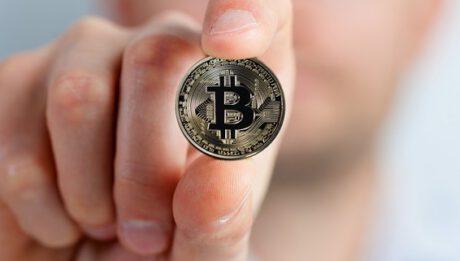 Kurs Bitcoina – jak sprawdzić? Czy opłaca się inwestować w kryptowaluty?