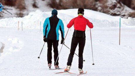 Szkoła narciarska, czyli ile kosztuje nauka jazdy na nartach, ile sprzęt narciarski?