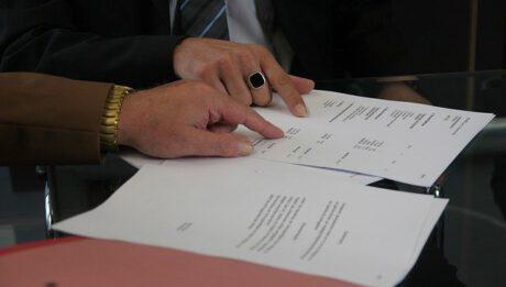 Wypowiedzenie, odstąpienie lub rozwiązanie umowy kredytowej, jakie różnice