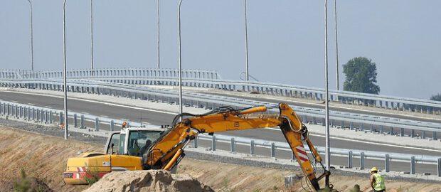 Budowa przy drodze