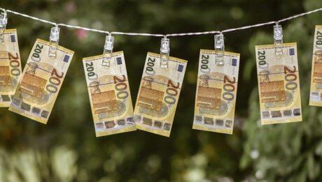 Zalety i wady kredytu konsolidacyjnego. Kiedy warto wziąć kredyt konsolidacyjny?