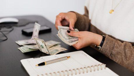 Czy wcześniejsza spłata kredytu się opłaca?