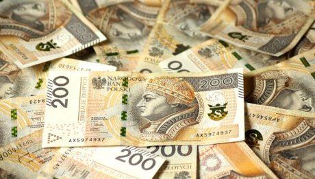 Ile kosztuje pożyczanie gotówki w banku, parabanku?